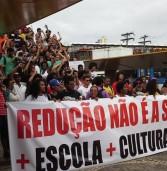 Ativistas marcham contra a redução da maioridade penal