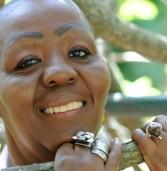 Virgínia Rodrigues faz noite de autógrafos na Katuka Africanidades
