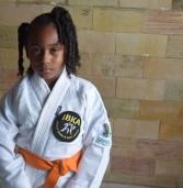 CONHEÇA YASMIM: baiana, de apenas 8 anos, destaque no Karatê Adaptado