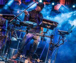 Japa System, músico do BaianaSystem, lança disco com as participações de Carlinhos Brown, Larissa Luz e BNegão