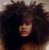 A cantora Bebé Salvego lança seu primeiro álbum